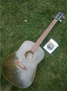 Art & Lutherie - Beautiful Cherry Wood Acoustic Guitar