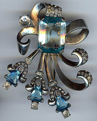 VINTAGE STERLING SILVER LIGHT BLUE FACETED CUT GLASS & RHINESTONE RETRO FUR CLIP