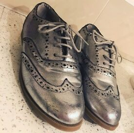 Silver brogues size 5