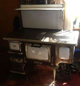Antique Cook Stove with reservoir