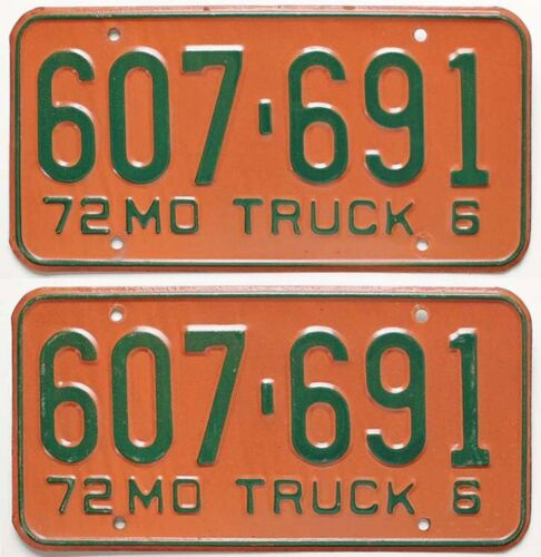 Vintage Missouri 1972 TRUCK License Plate Pair, 607 691, Beauties!