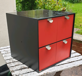 Storage cube with 4 drawers