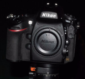 NIKON D800 FX 36.3 MP CAMERA BODY.. only 2360 actuations