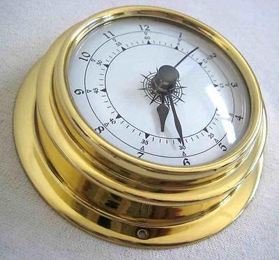 Kleine, leichte Uhr in Bullaugenform  aus Messing 80 g- Durchm. 10 cm