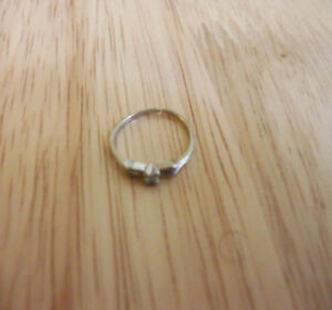 Small 10K gold ring with diamond , petite bague or 10k diamant