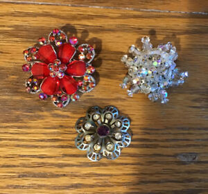 Lot of 3 Vintage Brooches.
