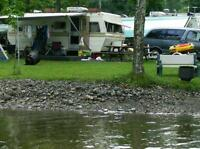 Pêche, lac, canot, roulotte, camping