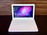 Latest Apple Macbook White Unibody 13' WARRANTY 2.26Ghz 4GB Ram 250GB Laptop Music/Film/Graphic Apps