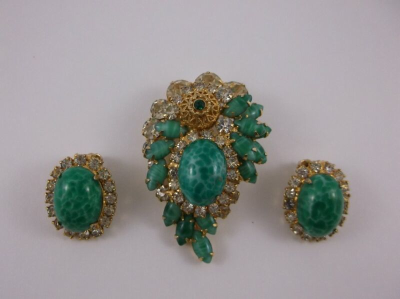 GREEN ANTIQUE REPLICA BROOCH AND EARRING SET IN GOOD CONDITION