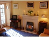 Charming, sunny, historic one bedroom flat in the heart of Old Town for Christmas