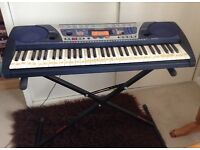 PSR262 keyboard and stand.