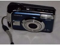 Fuji FinePix A820 + 2GB XD Memory Card + Case