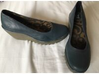 Ladies fly London shoes
