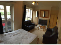 Huge double / twin room is available now in a clean flat, 7min walk to Barnes Train Station