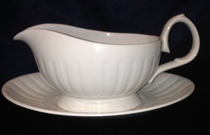 ALFRED MEAKIN LEEDS GRAVY BOAT & UNDER PLATE 16 OZ ALL WHITE RIBBED RIM