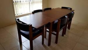 4 or 6 seater (extendable) Dining Table and chairs