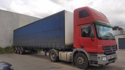 Mercedes truck 2006 with Trailer for URGENT sale.