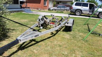 Boat Trailer (Trailer only)  5.6 dominator drive on