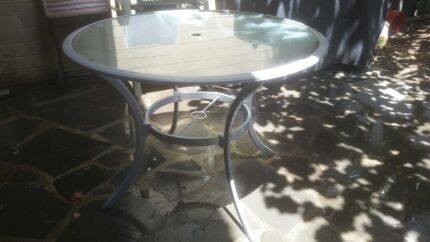 Outdoor round glass table