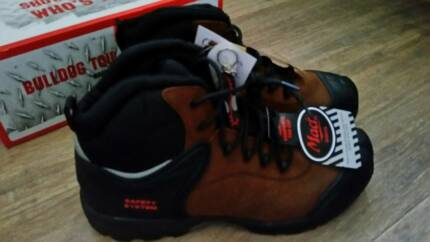 NEW Mack work boots