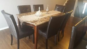 Dinning Table in excellent condition $500