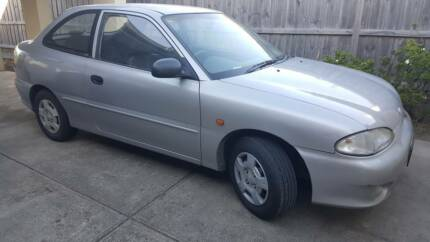 URGENT SALE - MANUAL HYUNDAI (1998 SILVER) CAR - MAKE AN OFFER