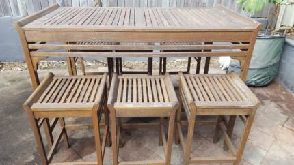 Outdoor Table and 6 Stools