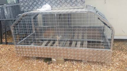 DOG CAGE/HUNTING CRATE FOR UTE, HEAVY DUTY, GAS STRUTS, TLOCKS