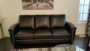 10/10 leather couch amazing accent piece