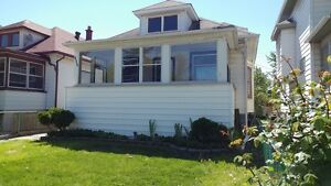 3 BDRM 1 BATH HOUSE IN CTRL WINDSOR WITH GARAGE $1100+++