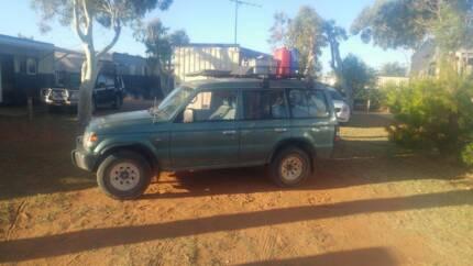Mitsubishi Pajero 1998 + Camping Gear
