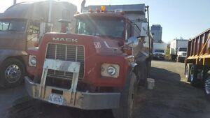 2000 Mac dump truck