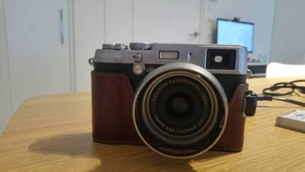 Fuji X100s 16MP APS-C + 3 Batteries, SD, Lens Hood, Case, Bag