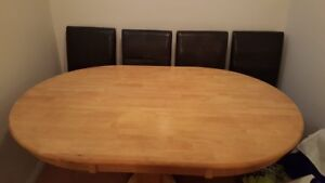 Dining table w/ 4 leather chairs