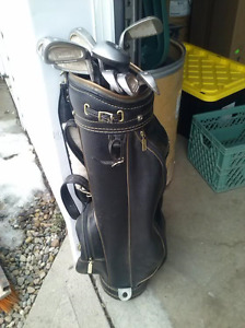 1 set of RH golf clubs for sale.
