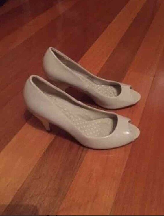 Jane Norman heels size 6 for ladies only