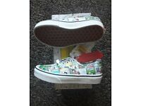 Brand New Boxed Kids Vans Peanuts Snoopy Trainers Size 12