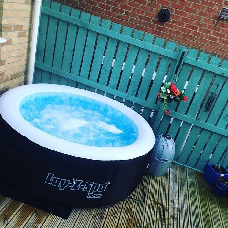 Lay-Z Spa Miami Hot Tub with cleaning chemicals and rubber mat | in ...