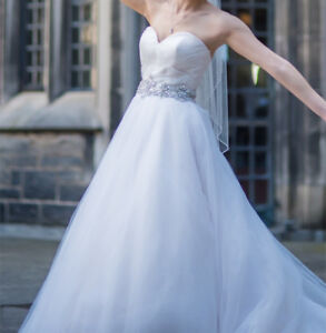 Ball Gown Wedding Dress w/ Veil (Sweetheart Neckline)