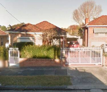 4 Bed.HOUSE/3 Bath in CARLTON NSW 2218  Pizza Oven + Workshop