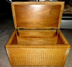 CEDAR-LINED WICKER CHEST - LARGE Rattan Bamboo furniture Storage Trunk Great for Clothing NO MOTHS