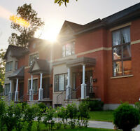SPACIOUS TOWNHOUSE - 2 car garage - Heart of West Island