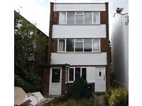 2 bedroom flat in Birkbeck Road, Mill Hill, NW7