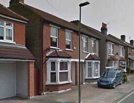 AVAILABLE IMMEDIATELY!! Modern first floor studio flat on Ethronvi Road, Kent, DA7 4BB