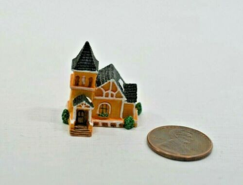 Miniature Manor House Sculpture in 1:12 doll scale A4198