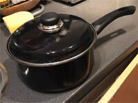 18cm black induction pot with lid - used