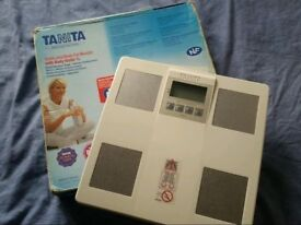 Bargain ! Electronic Tanita Body Scale plus Body Fat Monitor and Body Water % !!