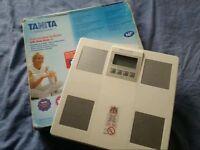 Bargain ! Electronic Tanita Body Scale plus Body Fat Monitor and Body Water % !!