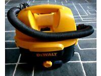 DeWalt DC500 230v Cord/Cordless Wet/Dry Vacuum