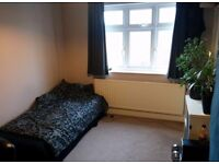 Spacious double bedroom to let